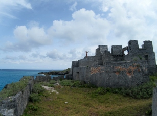An overview of the Kings Castle and the sea battery. Veronica exploring. -  Photo by Douglas Inglis © 2012 the Warwick Project